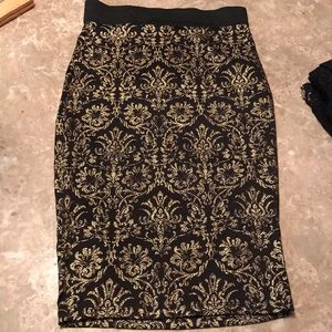 Black and gold damask print pencil skirt